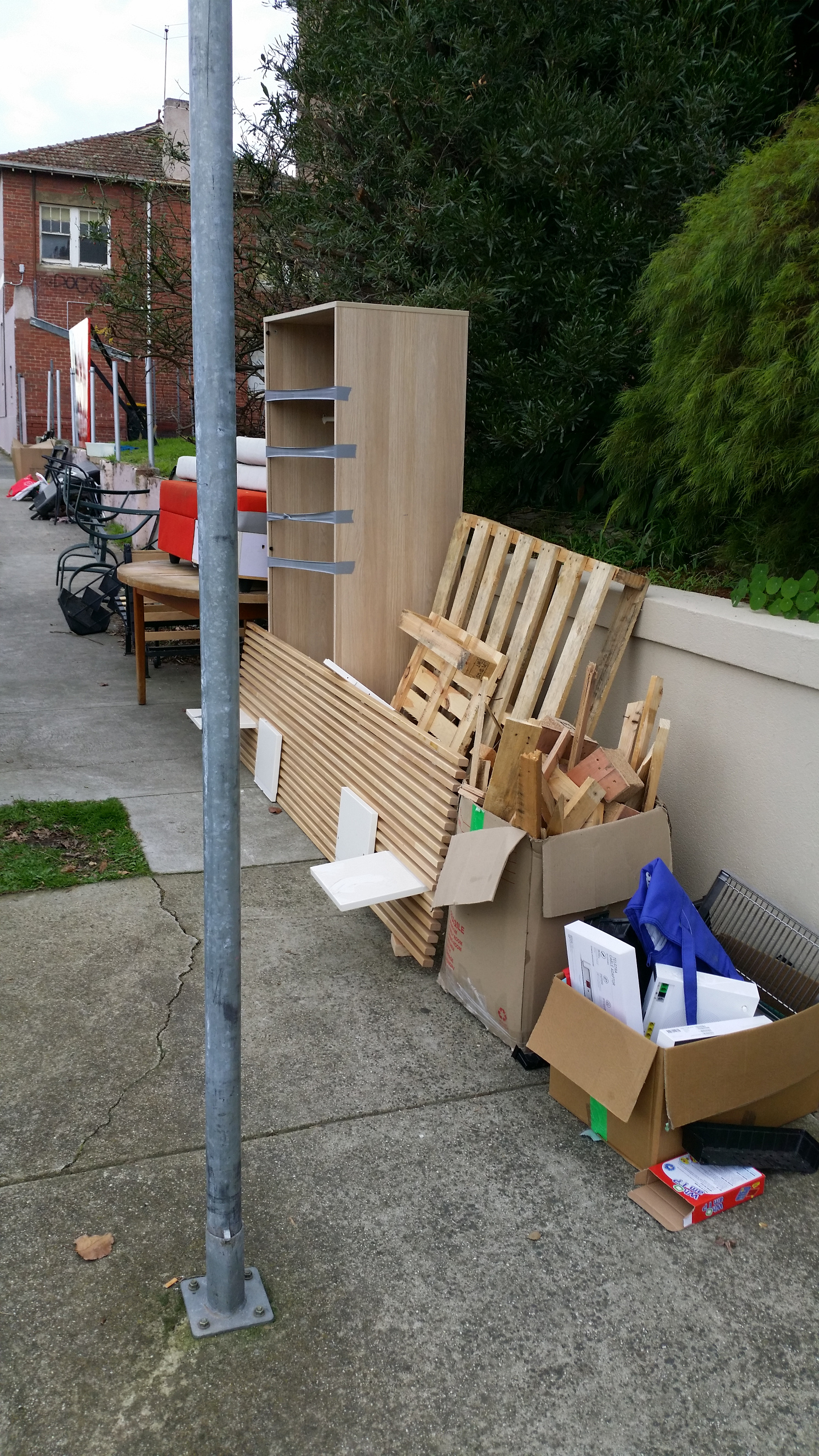 Furniture and miscellaneous trash curb side in Melbourne 2021