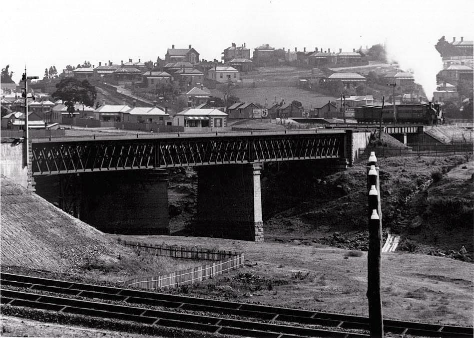View of Ruckers Hill behind the Whittlesea railway line (which is now the Mernda line), Northcote, Victoria, 1910. Photo taken facing northwards