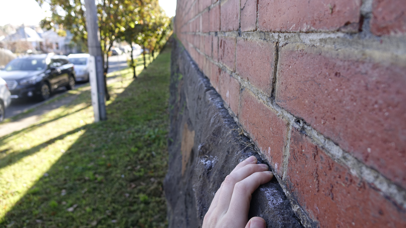 Picture of wall fading into the distance